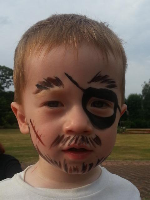 Fabaroo Faces Pirate